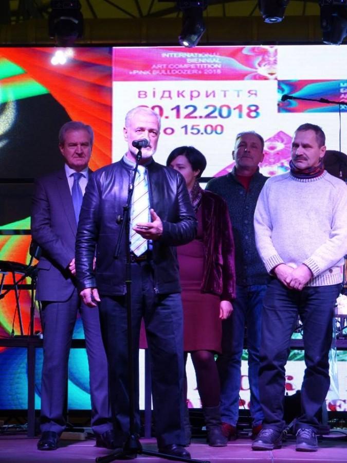 Председатель жюри, народный художник Украины, председатель Одесского отделения НСХУ Анатолий Горбенко